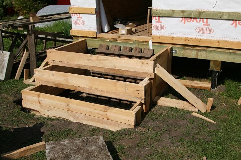 Установка опалубки для бетонной лестницы