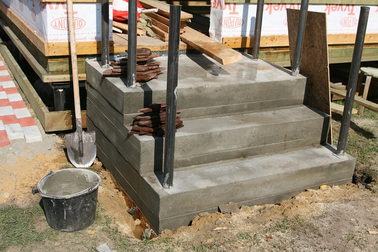 Подготовка бетонной лестницы к облицовке песчанником