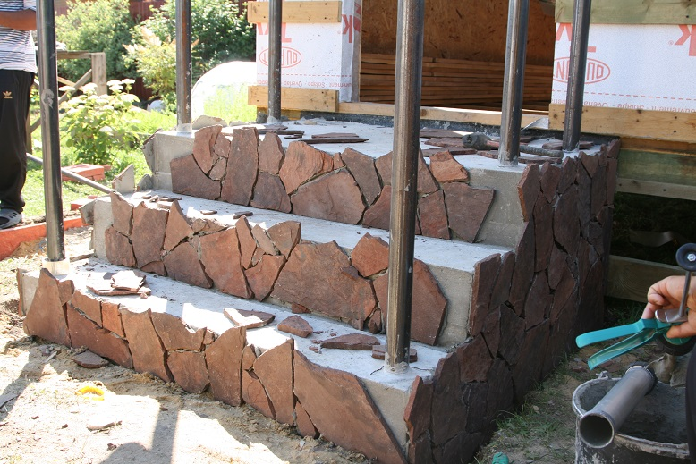 Облицовка бетонной лестницы декоративным камнем